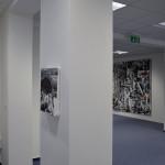 Pohled do instalace výstavy Samuela Pauča Do lesov, páni! (foto: archiv galerie)