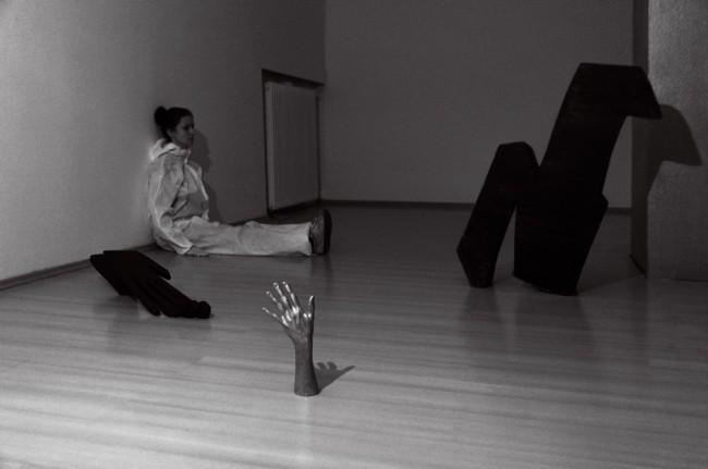 Agata Agatowska: Infinity – Shadow of the Hand/ Nekonečno – Stín ruky